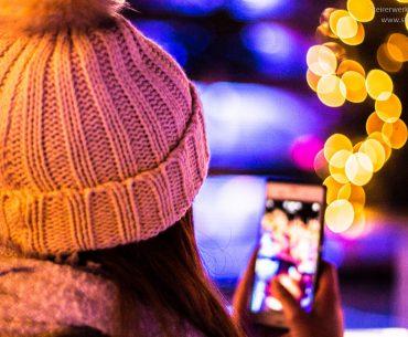 Advent Smartphone Social Media